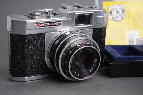 Lot of 4x vintage cameras: Kodak, Petri, Konica, Neoca