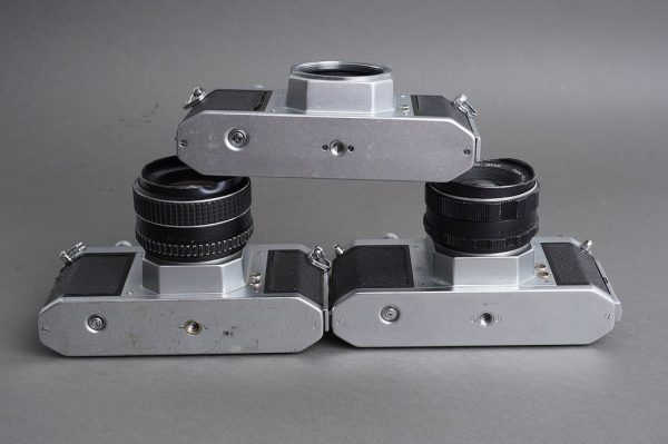 Lot of 3x Pentax cameras in M42 mount, with two bumped Takumar lenses