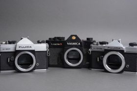 Lot of 3x SLR cameras in M42 mount, 2x Fujica, 1x Yashica