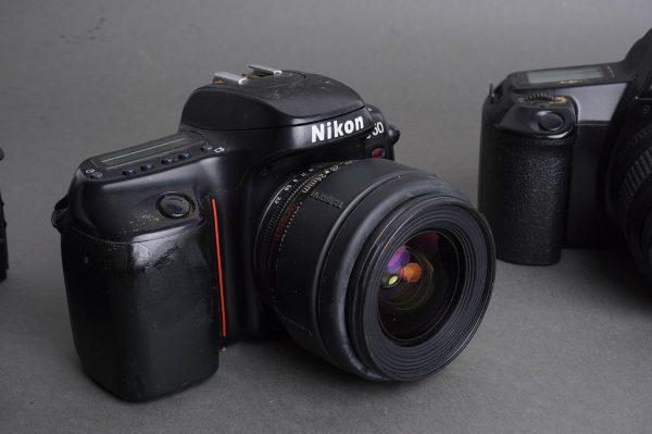 Lot of 3x AF SLR cameras: Nikon, Minolta, Canon, all with lenses
