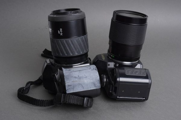 Lot of 2x SLR cameras with lenses: Yashica 108 + Minolta