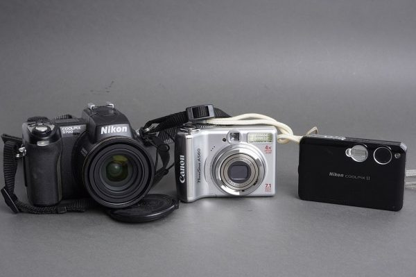 Lot of 3x digital compact cameras: Canon and Nikon