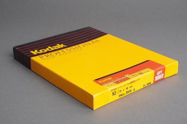 sealed box of 4×5 inches Kodak Ektacolor PRO Gold 100T / GPT 3083 film, 10 sheets, expired 10/1998