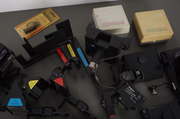massive lot of Polaroid SX70 accessories, close-ups, flashes etc. – as per pictures