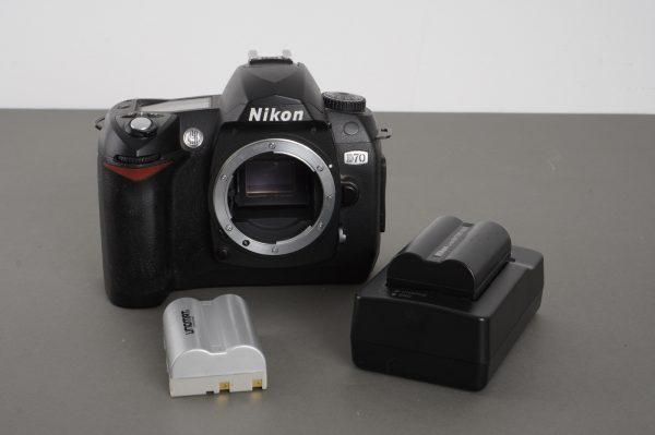 Nikon D70 camera body + extra battery + charger
