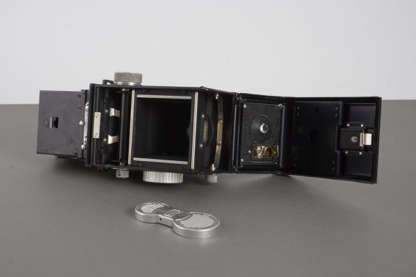 Zeiss Ikon Ikoflex TLR camera, with issues