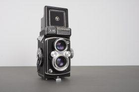 Yashica-MAT EM TLR camera with 80mm f/3.5 Yashinon lens