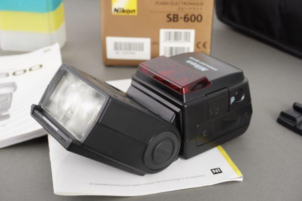 Nikon Speedlight SB-600 flash, boxed