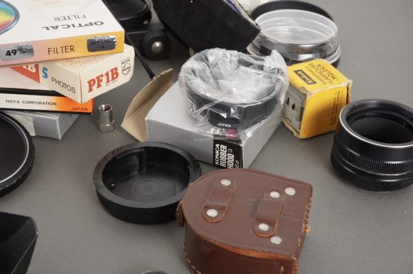 Assorted lot of filters, hoods, caps and other accessories, incl. Olympus BLL-1