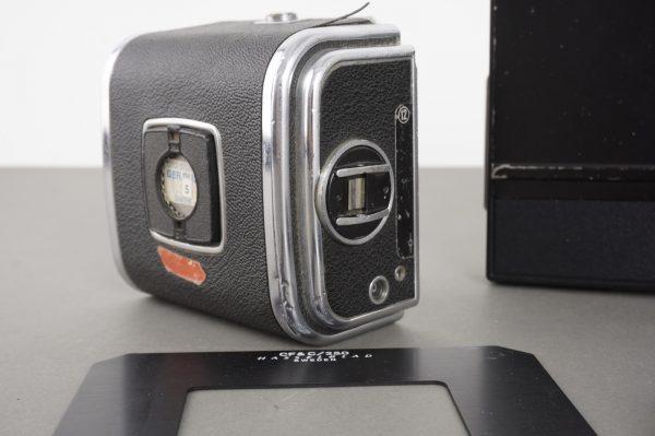 lot of various Hasselblad items: 6×6 film back, Polaroid back, cap, mask