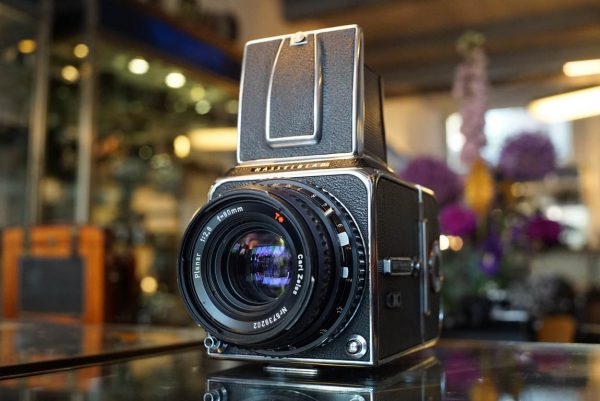 Hasselblad 500C + Zeiss Planar 2.8 / 80mm C T* lens
