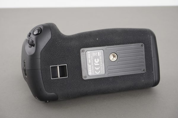 Meike MK-5DS R Multi-Power Battery Pack for Canon 5D MK III / 5DS / 5DS R