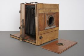 old wooden 13x18cm field camera, in need for some love and service