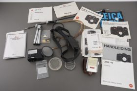Small lot of Leica / Leitz documentation and manuals, accompanied with other accs