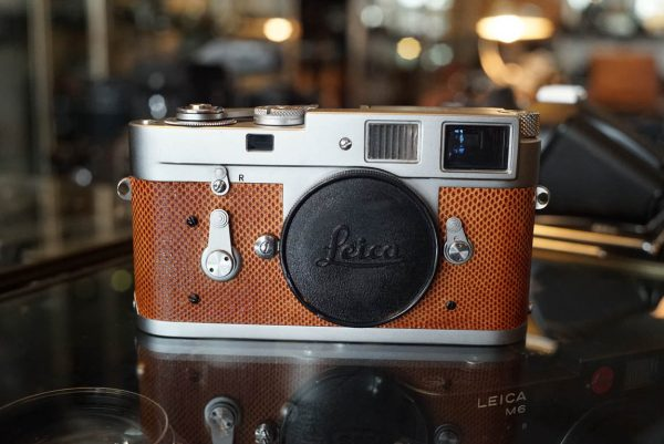 Leica M2 body with special leatherette