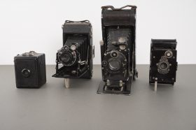 4x vintage cameras, most of which are folding ones
