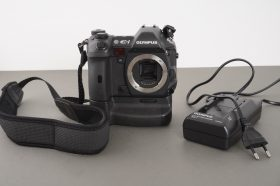 Olympus E1 digital SLR + battery and charger