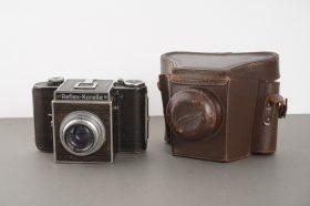 Reflex-Korelle camera with 2.9/7.5 cm Radionar lens