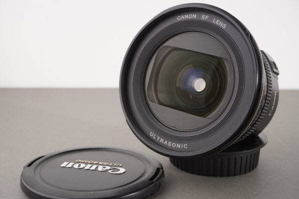 Canon Zoom Lens EF 20-35mm 1:3.5-4.5