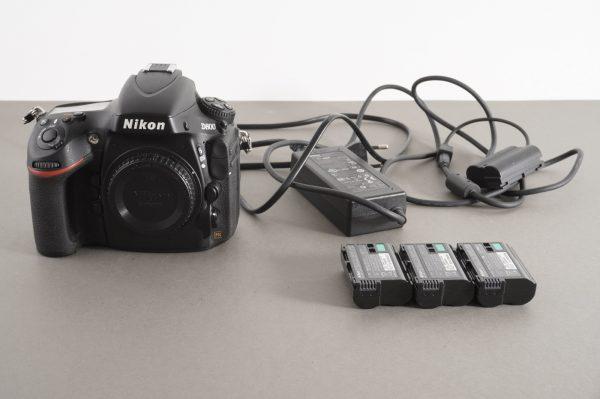 Nikon D800 digital SLR camera body + AC power adapter