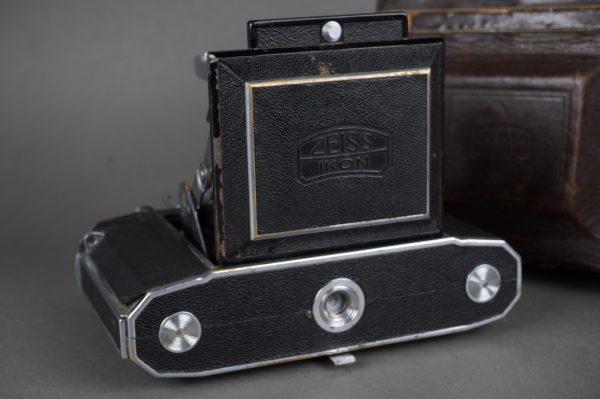 Zeiss Ikon Super Ikonta 533/16 RF camera with 8cm f/2.8 Tessar lens