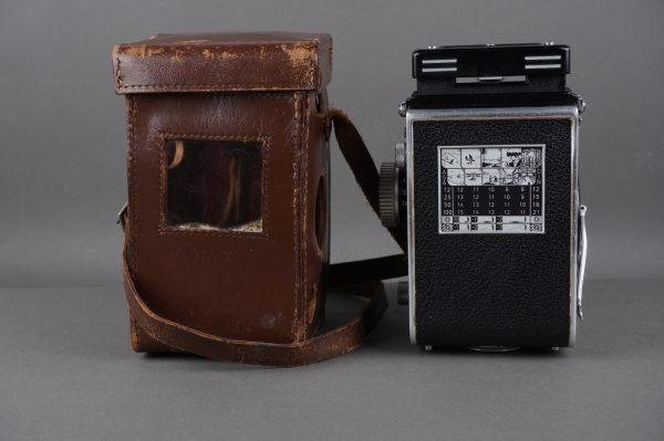 Rollei Rolleiflex 3.5B camera with 75mm Tessar f/3.5 lens